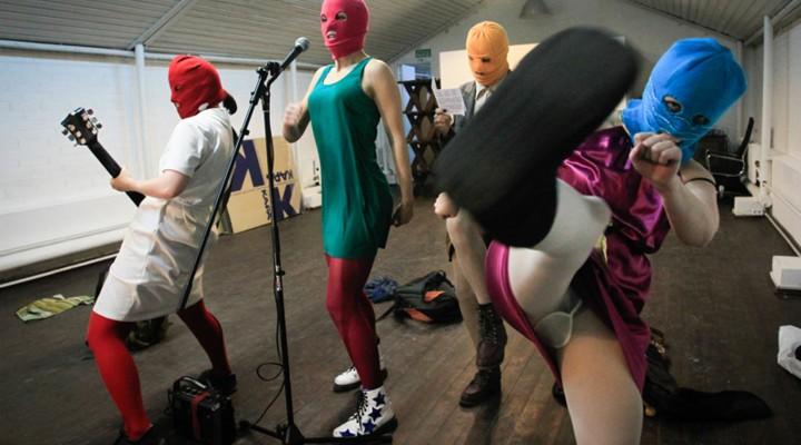 """Au Point Ephémère, c'est pour les Pussy Riot que """"Les Femmes s'en mêlent""""."""