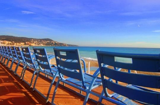 chaises-bleues-cannes-croisette