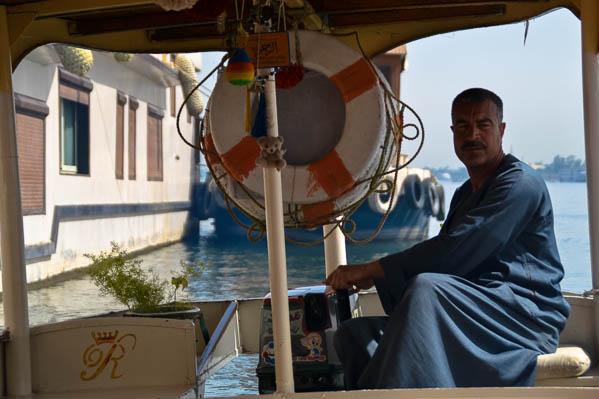 Notre petite barque à moteur pour la traversée du Nil