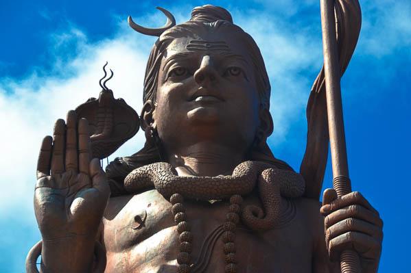 La statue de Shiva au Lac Sacré