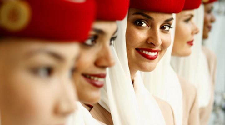 Les secrets de beauté des hôtesses Emirates pour rester belle et reposée en voyage.