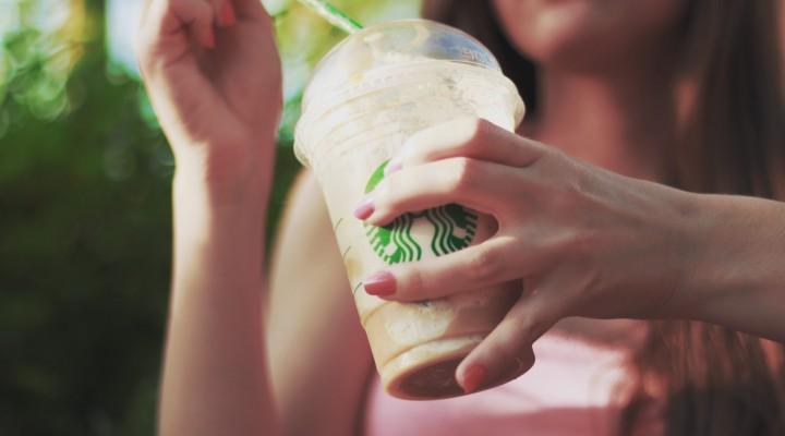 STARBUCKS : Pourquoi notre nom est-il toujours mal écrit sur nos boissons ?