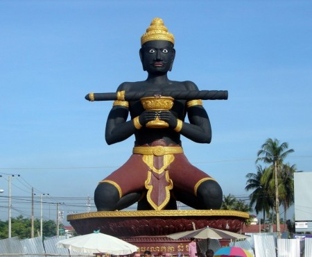 CAMBODGE : Battambang, entre passé colonial et présent artistique.