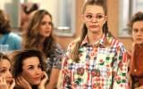 """26/07/1994 - FRANCE : Julie Caignault, Magalie Madison (au fond : Virginie Desarnauts et Camille Raymond) sur le tournage de la serie """"Premiers baisers"""" sur TF1"""