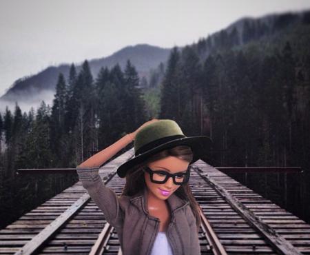 Quand Barbie se la joue blogueuse hipster sur Instagram.