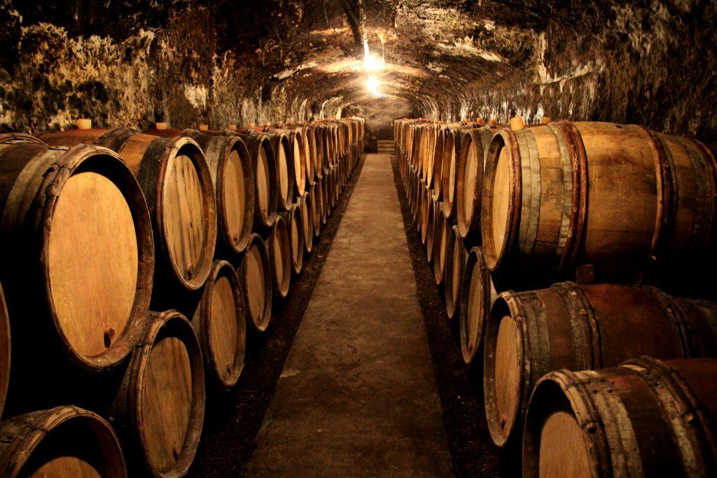 caves-vins-entre-personnes-libres