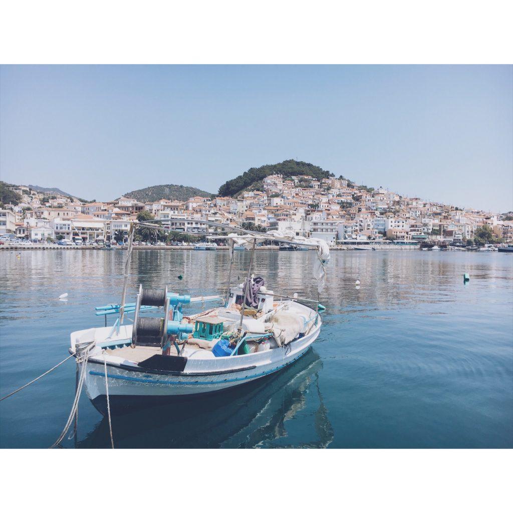 grece-lesvos-bateau-mer-paysage-bleue-village