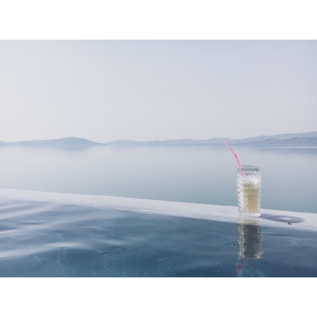grece-lesvos-limonade-mer-montagne-bleu-paysage