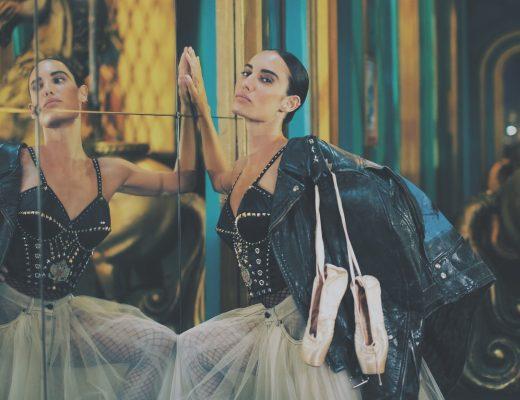 danseuse brune femme pointes danse chaussons tutu miroir body