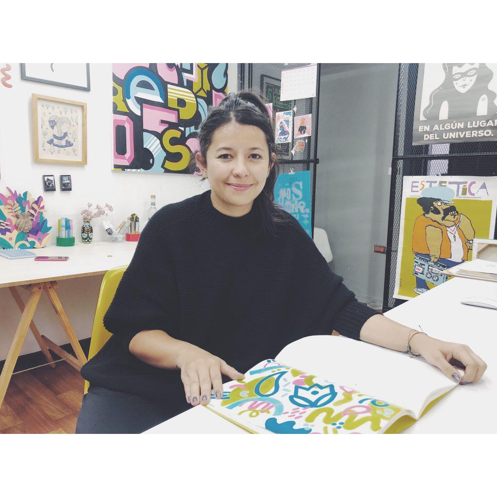 street art street artist bogota colombie femme brune artiste design designer studio art pull noir sourire