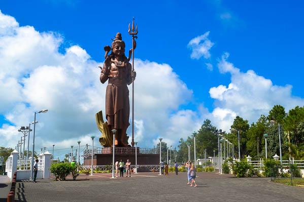 La statue de Shiva - 80 m de haut