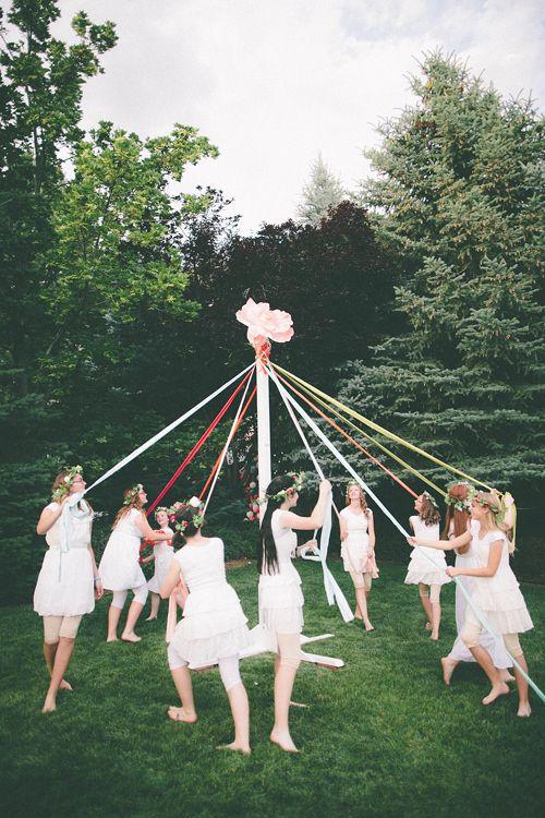 midsummer-suede-tradition