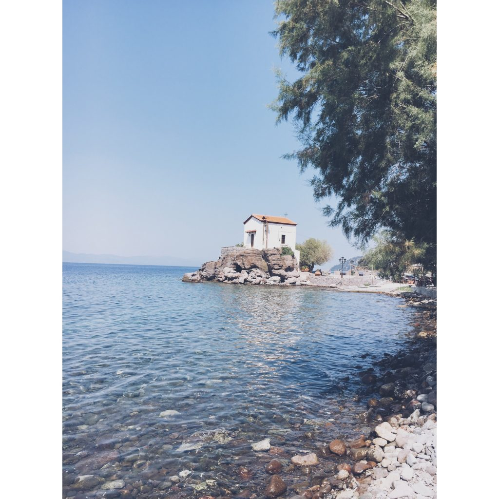 grece-lesvos-petite-maison-ile-rocher-mer